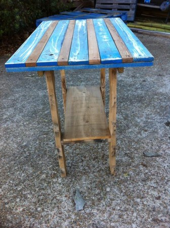 50 diy pallet table ideas (31)