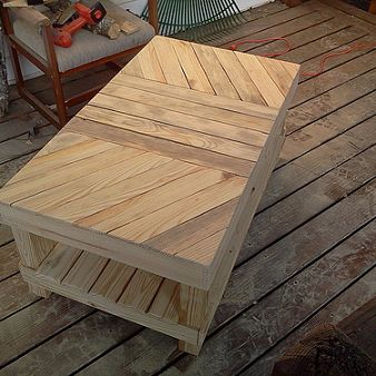 50 diy pallet table ideas (44)