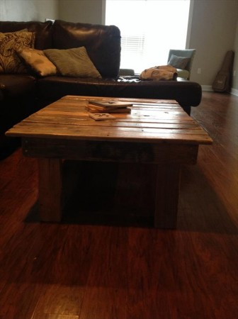 50 diy pallet table ideas (45)