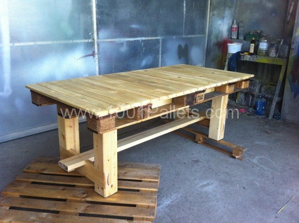 50 diy pallet table ideas (5)