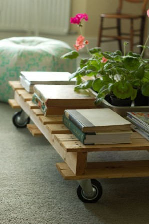 50 diy pallet table ideas (8)