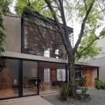 บ้านโมเดิร์นรูปทรงกล่อง สวยงามแบบทันสมัย ผสมการตกแต่งด้วยวัสดุจากเหล็กและกระจก