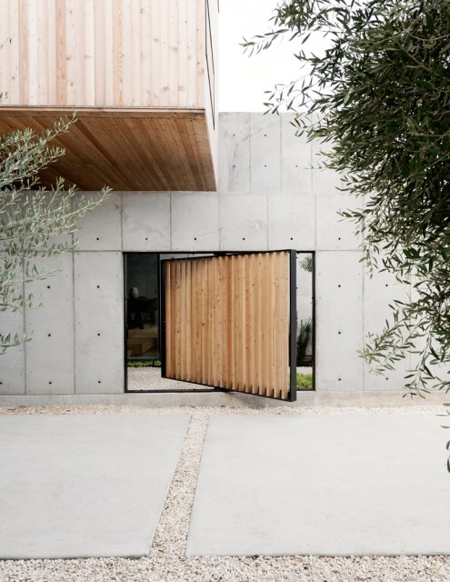 christopher-robertson-concrete-box-house-texas-designboom-03