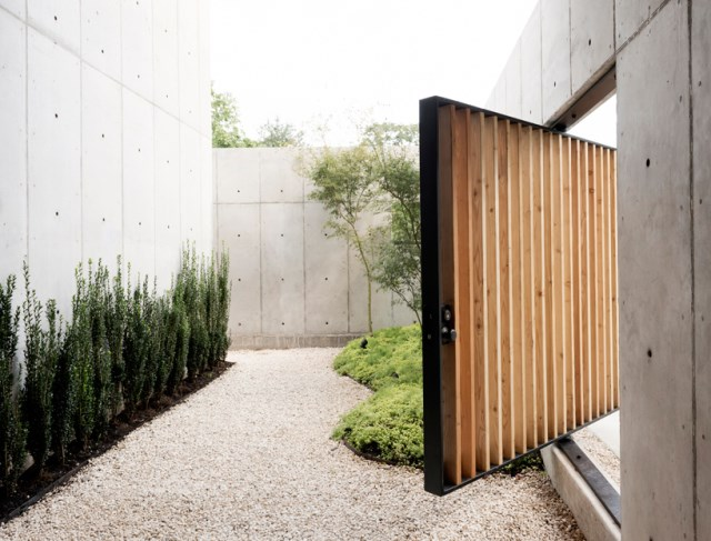 christopher-robertson-concrete-box-house-texas-designboom-04