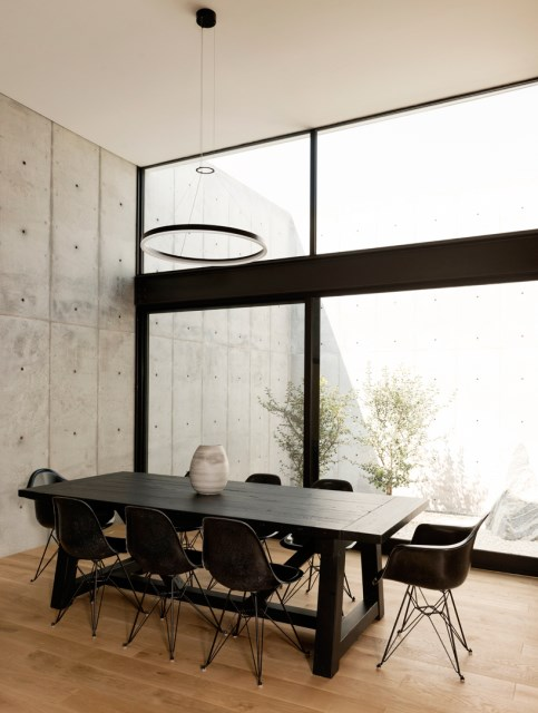 christopher-robertson-concrete-box-house-texas-designboom-06