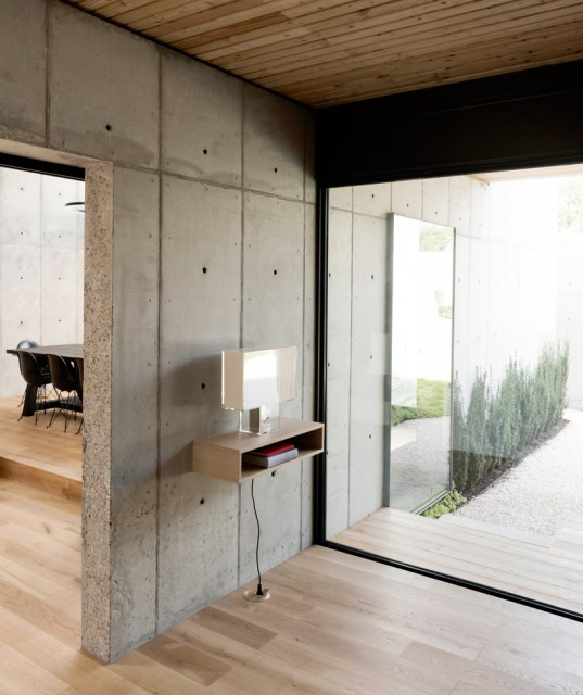 christopher-robertson-concrete-box-house-texas-designboom-08