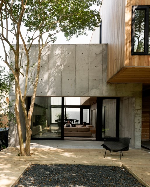 christopher-robertson-concrete-box-house-texas-designboom-11