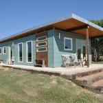 บ้านโมเดิร์นขนาดกะทัดรัด ฟังก์ชั่นครบบนพื้นที่จำกัด ในดีไซน์ที่เรียบง่ายเป็นธรรมชาติ