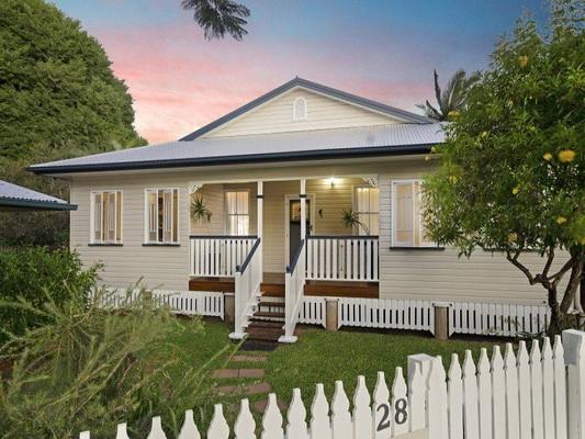 cozy white vintage house (1)