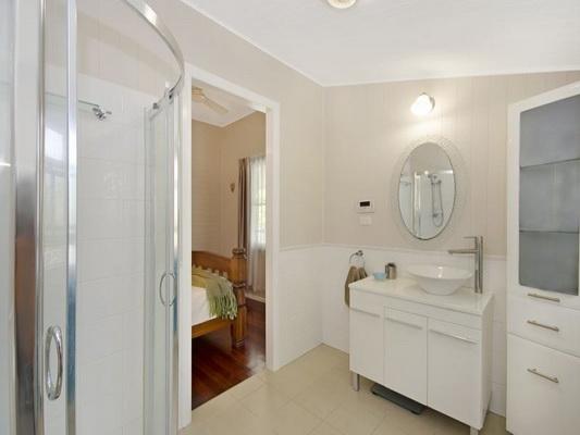 cozy white vintage house (10)