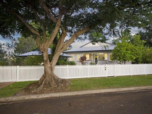 cozy white vintage house (3)