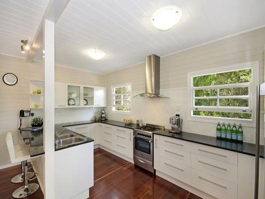 cozy white vintage house (5)