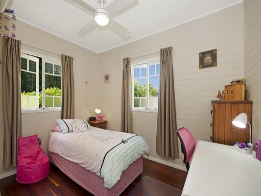 cozy white vintage house (6)