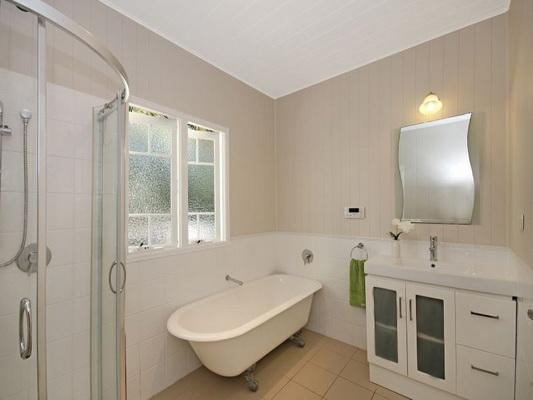 cozy white vintage house (8)