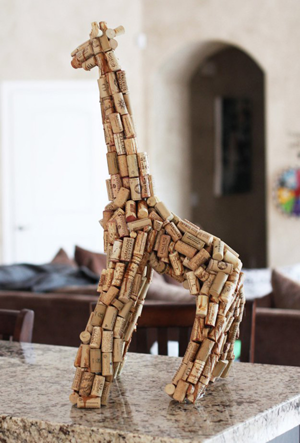 diy-giraffe-wine-cork-sculpture