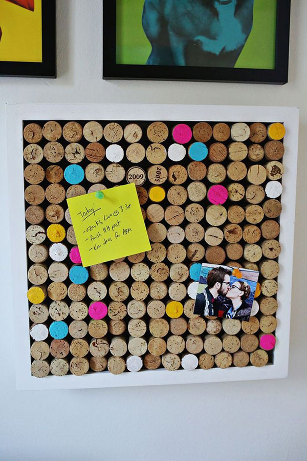 diy-wine-cork-bulletin-board-decoration