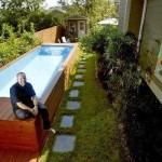 """ไอเดียเจ๋งสุดๆ!! สถาปนิกเปลี่ยนถังเก็บขยะให้กลายเป็น """"สระว่ายน้ำส่วนตัว"""""""