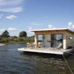 บ้านตากอากาศสไตล์โมเดิร์น บรรยากาศริมแม่น้ำ ตกแต่งด้วยไม้และปูนเปลือย