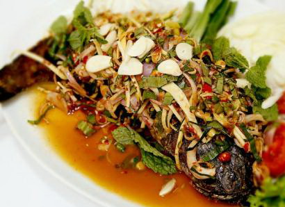 fried-snake-head-fish-with-thai-herbs-recipe (2)
