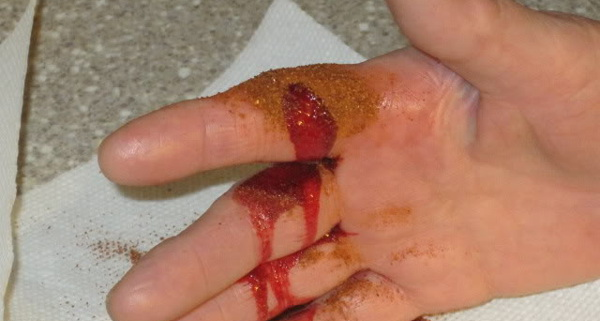 how-to-stop-bleeding-with-cayenne-paper-within-10-secs