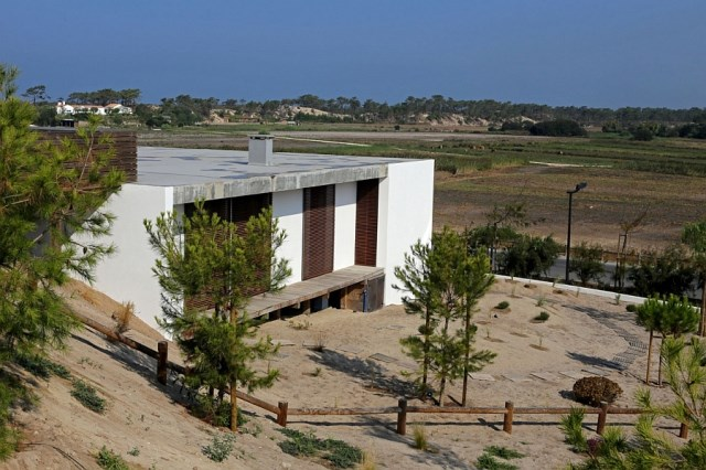modern-exterior-of-the-portugese-villa