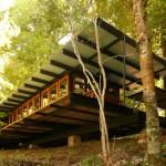บ้านสวนตากอากาศ ออกแบบสไตล์โมเดิร์น เฉลียงรอบบ้านทามกลางธรรมชาติ