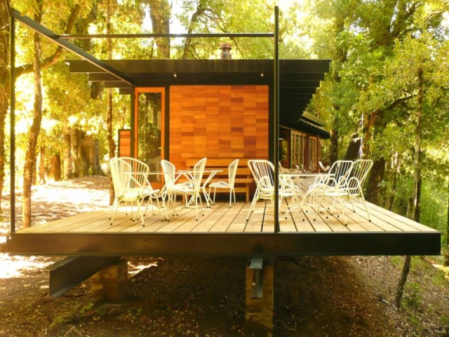 recycled-materials-cottage-7