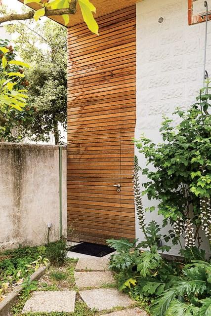 the-outer-limits-paris-prefab-home-cedar-clad-door