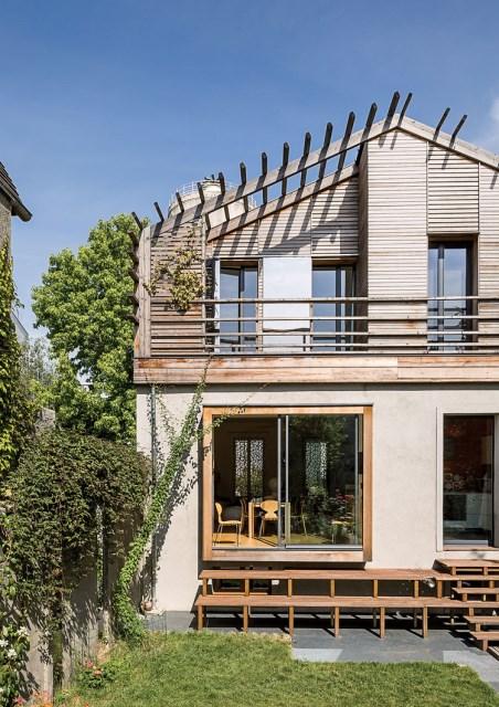 the-outer-limits-paris-prefab-home-facade-technal-sliding-doors-windows-wood-stairway-garden-concrete-red-cedar