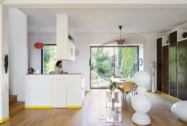 the-outer-limits-paris-prefab-home-living-area-vertigo-lamp-constance-guisset-gijs-bakker-strip-tablemetal-panels
