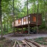 บ้านสวนใต้ถุนสูง ตกแต่งด้วยไม้ ใช้ระบบโครงสร้างป้องกันแผ่นดินไหว