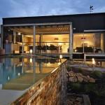 บ้านสองชั้นสไตล์โมเดิร์น สวยงามด้วยวัสดุ สะท้อนรสนิยมแบบสมัยใหม่