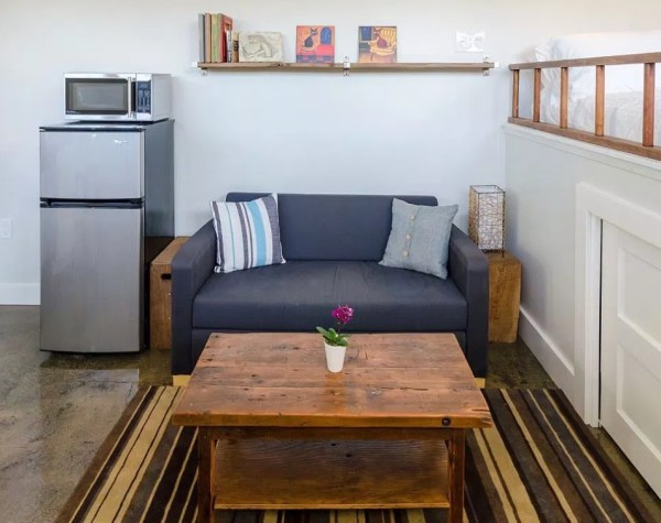250-sq-ft-Vancouver-Tiny-House-for-sale-0010-600x475