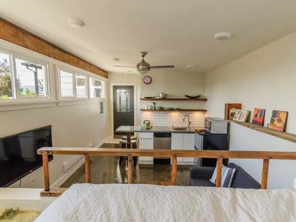 250-sq-ft-Vancouver-Tiny-House-for-sale-0017-600x449