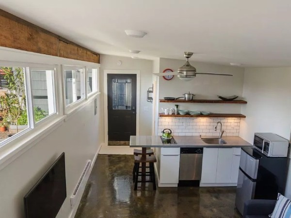 250-sq-ft-Vancouver-Tiny-House-for-sale-003-600x450