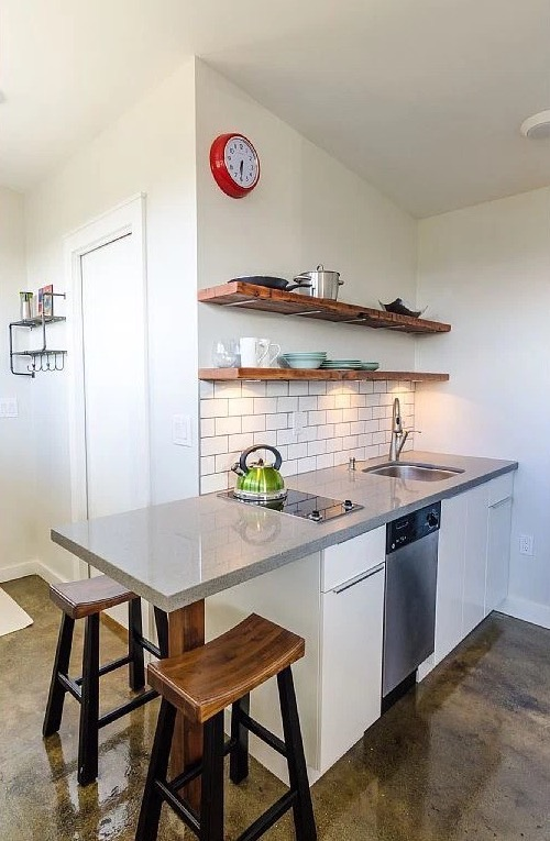 250-sq-ft-Vancouver-Tiny-House-for-sale-004