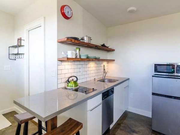 250-sq-ft-Vancouver-Tiny-House-for-sale-007-600x449