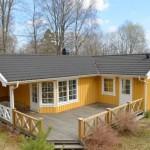 บ้านคอทเทจสีเหลือง ตกแต่งสวยงามด้วยไม้ มาพร้อมเฉลียงขนาดใหญ่