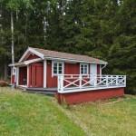 บ้านบ้านตากอากาศ ขนาดเล็กกะทัดรัด ตกแต่งด้วยไม้ มาพร้อมเฉลียงขนาดใหญ่
