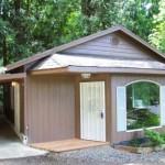 บ้านคอทเทจขนาดกลาง สวยงามแบบเรียบง่าย ตกแต่งด้วยไม้สีครีม