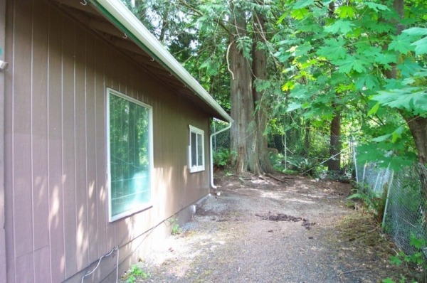 711-sq-ft-small-home-for-sale-olympia-003-600x398