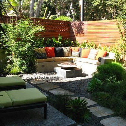 8 ideas to decorate small yard (5)