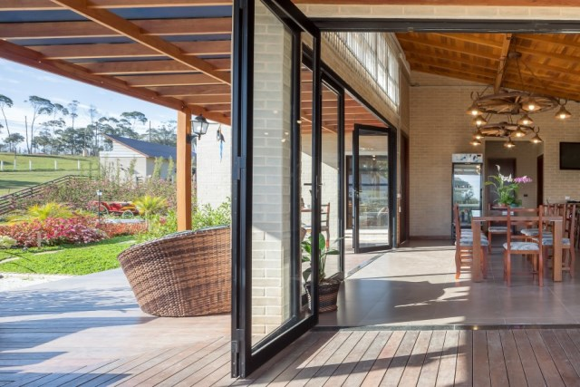 Brazilian-Country-House-Designed-in-Contemporary-Style-5