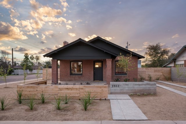 Bungalow-1927-old-building-redesigned-in-Arizona-by-Joel-Contreras-ContraMark-and-Jonah-Busick-Foundry-12-7-Custom
