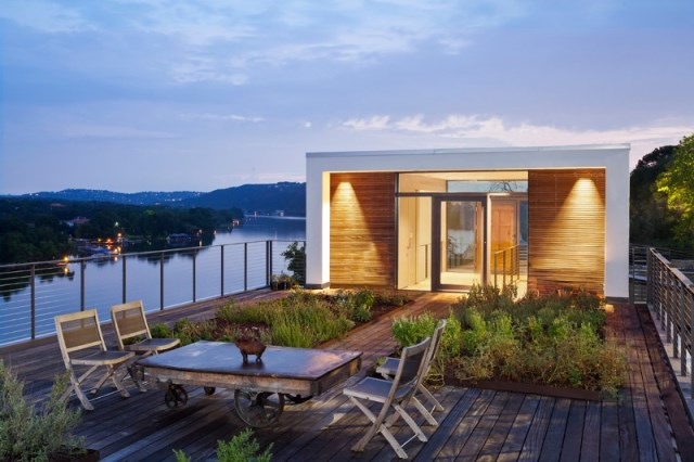 Cliff-Dwelling-a-residential-renovation-with-a-cliff-side-view-over-Lake-Austin-1