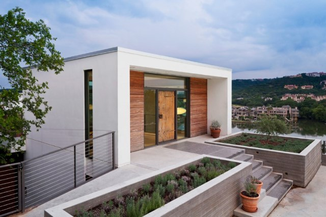 Cliff-Dwelling-a-residential-renovation-with-a-cliff-side-view-over-Lake-Austin-10