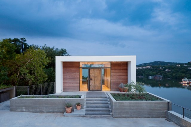 Cliff-Dwelling-a-residential-renovation-with-a-cliff-side-view-over-Lake-Austin-2