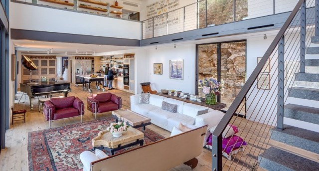 Cliff-Dwelling-a-residential-renovation-with-a-cliff-side-view-over-Lake-Austin-9