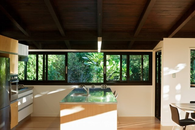 Glade-House-modern-home-with-low-pitched-gabled-roof-raking-ceilings-and-exposed-rafters-7
