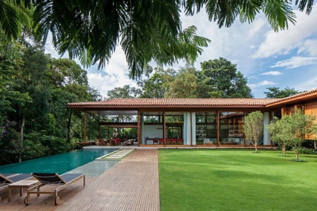 Modern-country-house-with-a-Brazilian-farm-look-19
